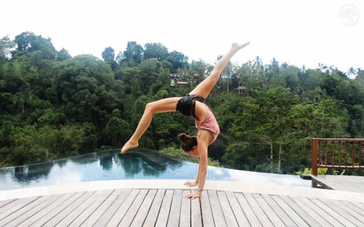 bali-yoga-teaching-laurie-pink-pack-18